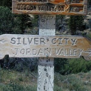 photo of old rustic sign in Idaho owyhee mtns